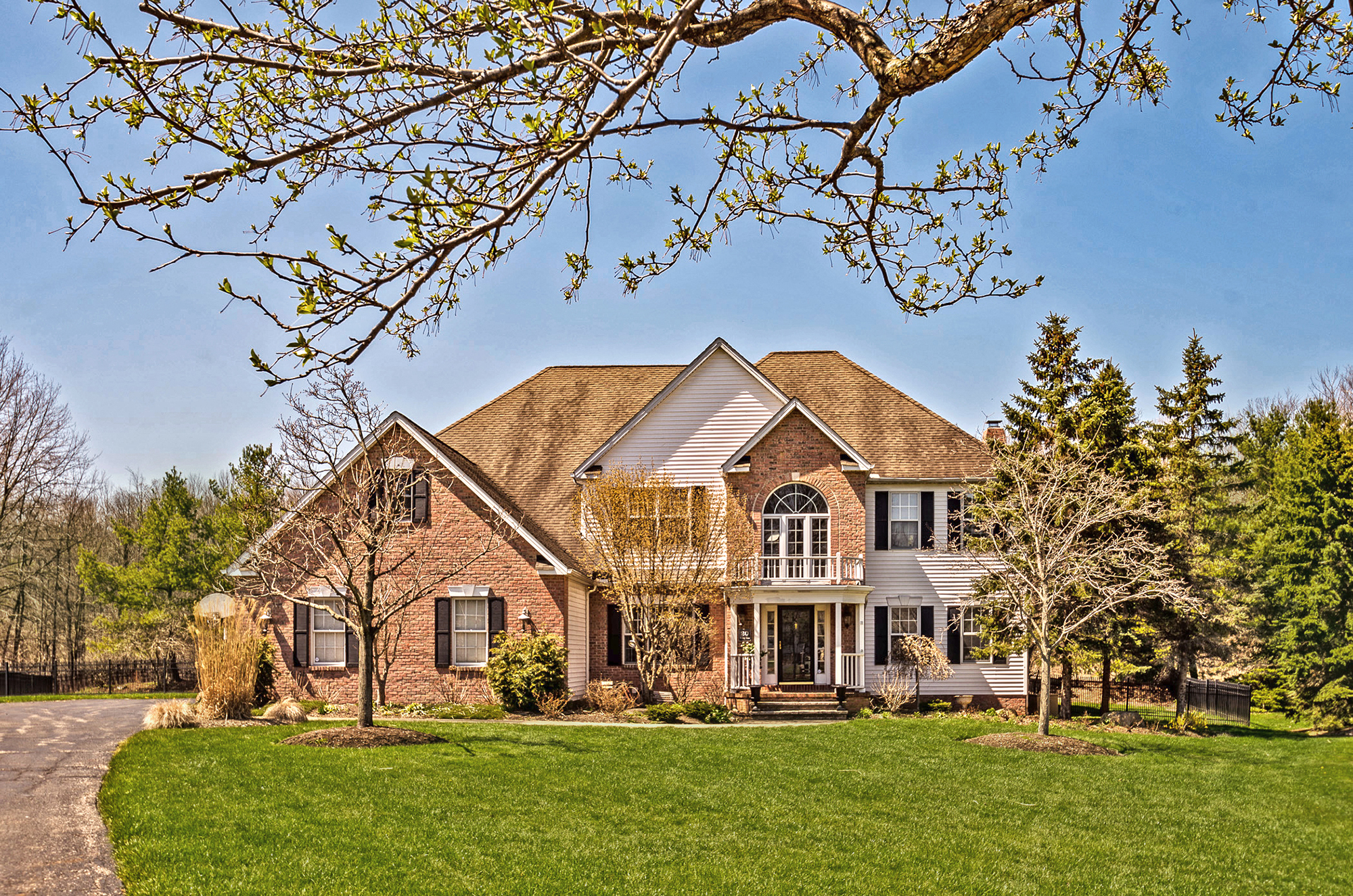 Exterior of 20 Wilding Chase Chagrin Falls OH 44022